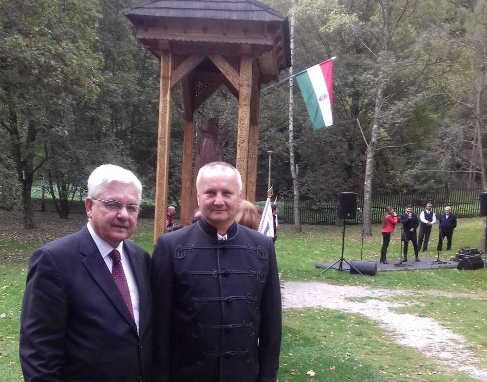 Duray Miklós és a szilvásváradi Kárpátok őre szobor alkotója, Horváth-Béres János faszobrász.