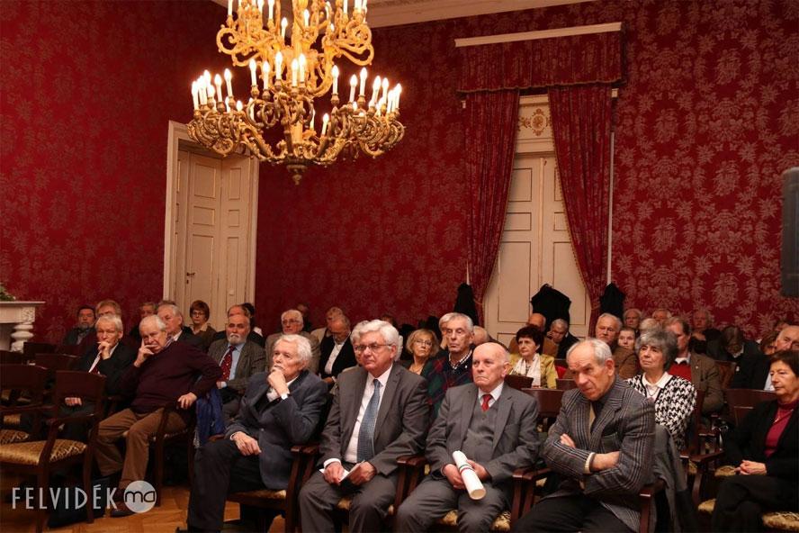A Százak Tanácsának ülése, az első sorban Andrásfalvy Bertalan, Duray Miklós, Bíró Zoltán, Kisidai Elek (Fotó: Szinek János/Felvidék.ma)